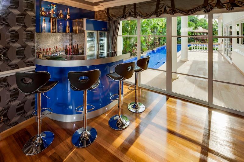 14 Home Bar Design Ideas - 2.jpeg