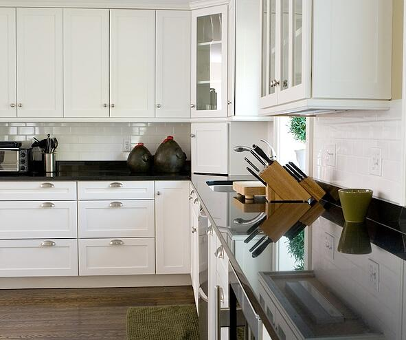 Spruce Up Your Kitchen With These Cabinet Door Styles: 5 Tips On Choosing The Right Kitchen Cabinet Hardware