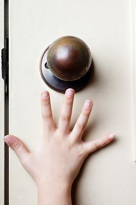 Tips_For_Selecting_The_Right_Hardware_For_Your_Interior_Doors_1.jpeg