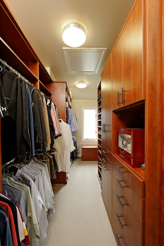 7_Amazing_Highly_Organized_Closets_That_Will_Inspire_You_5.jpeg